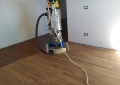 galleria-02-lucidatura-pavimenti-ripristina-legno-levigatura-pavimenti-gennari