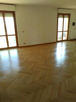 galleria-10-lucidatura-pavimenti-ripristina-legno-levigatura-pavimenti-gennari